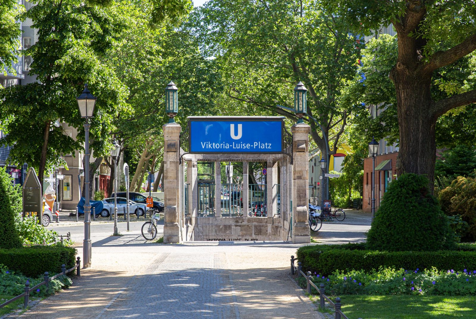 Kiez-Zentrum und Treffpunkt mit Parkcharakter: Der Viktoria-Luise-Platz
