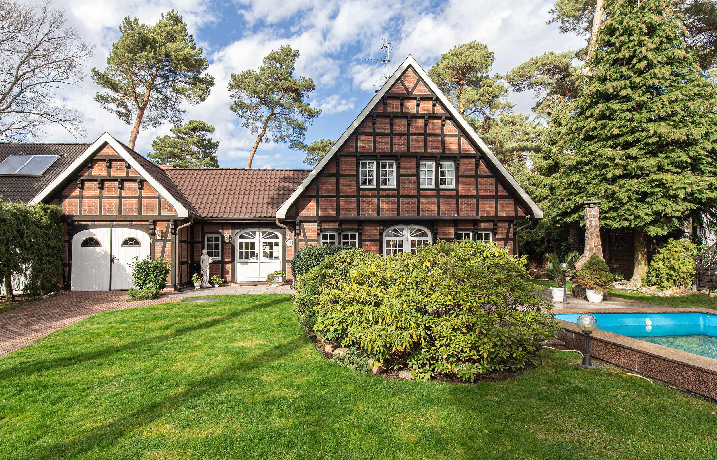 Erstklassig gepflegtes Fachwerkhaus mit Südgarten und Swimmingpool